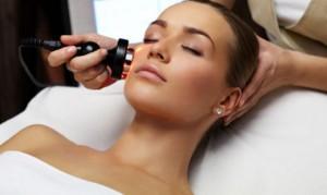 процедуры аппаратной косметологии для лица в салоне красоты