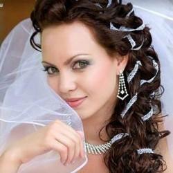 svadebnyie-pricheski-na-dlinnyie-volosyi-7